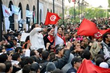 """File photo taken in January 2011 shows Tunisian citizens filling the plaza in front of the prime minister's office in Tunis to protest against the regime of President Zine El Abidine Ben Ali. The Nobel Committee said Oct. 9, 2015, that the Nobel Peace Prize for 2015 has been awarded to the Tunisian National Dialogue Quartet """"for its decisive contribution to the building of a pluralistic democracy in Tunisia in the wake of the Jasmine Revolution of 2011."""" (Kyodo) ==Kyodo"""